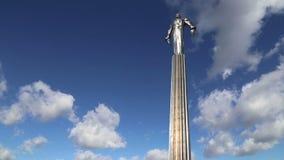 Monumento a Yuri Gagarin 42 suporte 5-meter e estátua altos, primeira pessoa a viajar no espaço Moscovo, Rússia filme