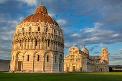 Monumentos antigos em Pisa fotografia de stock royalty free