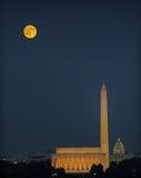 Monumentos de Washington e lua de colheita Fotografia de Stock