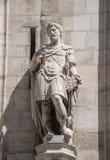 Monumentos en la fachada de la catedral de Milano, di Milano del Duomo, fotografía de archivo libre de regalías