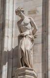 Monumentos en la fachada de la catedral de Milano, di Milano del Duomo, foto de archivo libre de regalías