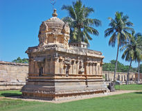 Monumentos incomuns fora do salão de adoração principal imagens de stock royalty free