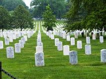 Monumentos y lápidas mortuorias en el cementerio nacional de Arlington en Virginia los E.E.U.U. Imagen de archivo