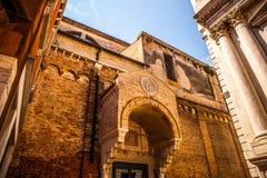 Monuments architecturaux célèbres et façades colorées du vieux plan rapproché médiéval n Venise, Italie de bâtiments Images libres de droits