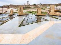 Monuments dans la citadelle d'Amman dans le jour pluvieux Photographie stock