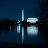 Monuments de Washington DC se reflétant dans le fleuve Potomac Image libre de droits