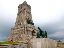Monumentshipka lökformig Stara Zagora region arkivfoto