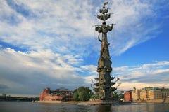 Monumenttsar Peter första i Moskva Arkivfoton