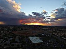 Monzón de Arizona en la puesta del sol Imagenes de archivo