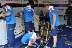 Monza 2012 - BMW Motorrad Motorsport que compite con a las personas Foto de archivo libre de regalías