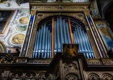 MONZA, ITALY/EUROPE - 28 DE OCTUBRE: Órgano en el duomo de la catedral Fotografía de archivo libre de regalías