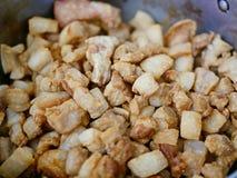Moo кляпа хриплости шпика свинины Брайна кудрявые глубокие зажаренные/khaep mu стоковое изображение