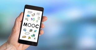 Moocconcept op een smartphone stock foto's