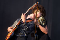 Moodoid (荧光的岩石融合带)在小谎节日的音乐会 免版税库存照片