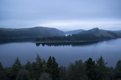Moody landscape image of lake pre-dawn in Autumn with haunting f Royalty Free Stock Photos