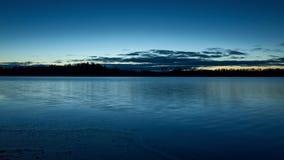 Mooi aard en landschap op blauwe schemeravond in Zweden Scandinavië stock footage