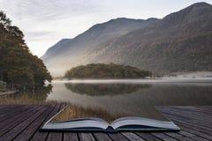 Mooi Autumn Fall-landschapsbeeld van Crummock-Water bij sunri Stock Foto