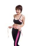 Mooi Aziatisch gezond meisje die haar taille meten Royalty-vrije Stock Foto's