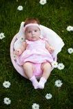 Mooi babymeisje in de mand Royalty-vrije Stock Afbeelding