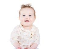 Mooi babymeisje met krullend haar in een elegant overhemd Stock Fotografie