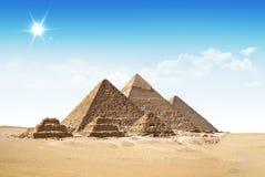 Mooi beeld van piramides in de woestijn. Stock Foto