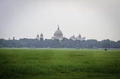 Mooi beeld van Victoria Memorial-breuk van afstand, van Moidan, Kolkata, Calcutta, West-Bengalen, India stock afbeelding