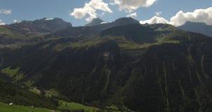 Mooi berglandschap, alpiene weg, Zwitserland stock footage