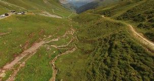 Mooi berglandschap, alpiene weg, Zwitserland stock videobeelden