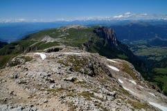 Mooi berglandschap in het dolomiet en mening aan distinctiv schlern piek stock afbeelding