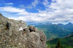 Mooi berglandschap met meningen van de diepe vallei Royalty-vrije Stock Foto