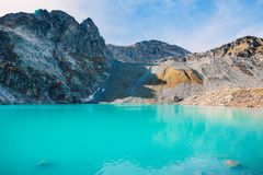 Mooi bergmeer met turkoois water Royalty-vrije Stock Foto