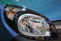 Mooi blauw modern autoclose-up van koplamp Stock Foto