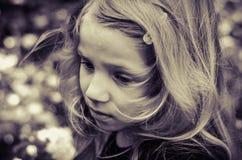 Mooi blond meisjesportret stock afbeelding