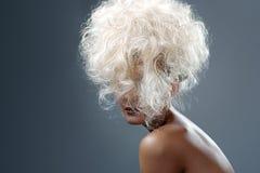 Mooi Blonde Lang Krullend Haar royalty-vrije stock foto