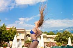 Mooi blonde op een toevluchtvakantie Royalty-vrije Stock Foto