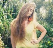 Mooi blonde in openlucht. Colorizedbeeld Stock Afbeeldingen