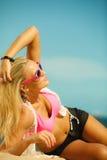 Mooi blondemeisje op strand, zomer Royalty-vrije Stock Afbeeldingen