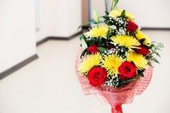 Mooi boeket van bloemen in het binnenland Royalty-vrije Stock Foto