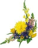 Mooi boeket van bloemen, rode en gele bloemen in het graan Stock Foto
