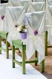 Mooi boeket van rozen en lavendel in bucke Royalty-vrije Stock Foto's