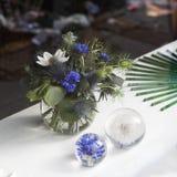 Mooi boeket van wilde bloemen met blauwe braam, korenbloem stock afbeeldingen