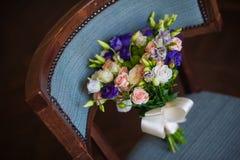 Mooi bruids boeket die op de laag liggen Royalty-vrije Stock Fotografie
