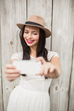 Mooi brunette die een selfie nemen Royalty-vrije Stock Afbeelding