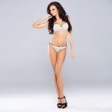 Mooi brunette die sexy lingerie dragen Stock Fotografie