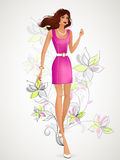Mooi brunette in een roze kleding die zich op de mede achtergrond bevinden Stock Afbeelding