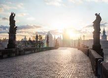 Mooi Charles Bridge Karluv Most in de ochtendzon in Praag, Tsjechische Republiek royalty-vrije stock afbeeldingen