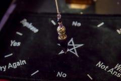 Mooi Crystal Pendulum Hanging royalty-vrije stock foto