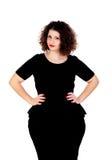 Mooi curvy meisje met zwarte kleding en rode lippen stock foto's
