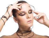 Mooi cybermeisje met zwarte die make-up op witte backgr wordt geïsoleerd Stock Foto