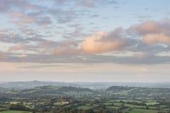 Mooi dageraadlandschap over Somerset Levels in Engels land Stock Foto